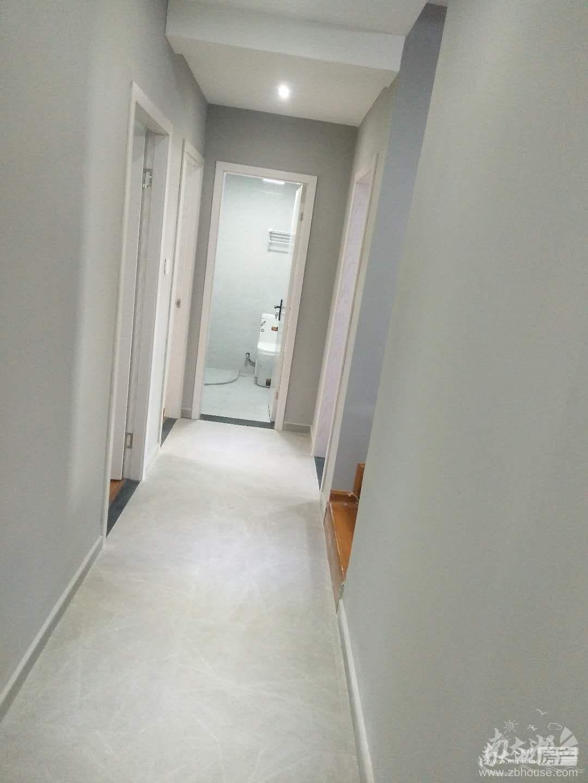 赞成名仕府22楼,精装修,三室两厅一卫,家电齐全,首次出租3200元每月