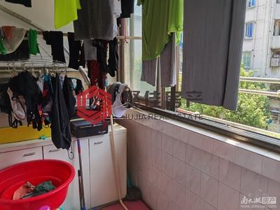 湖东小区3楼2室1厅56.5平73.8万满两 普通装修 采光好独立车库 看房方便