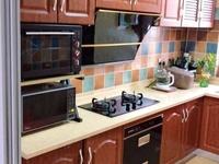 湖州凤凰板块凤凰新村,80平住宅,带阁楼自行车库,豪华装修,家电全送,低价出售
