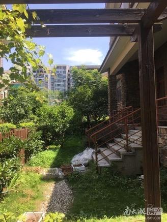 出售:在水一方家园五室两厅四卫,毛坯房,带100多平花园,含一个车位