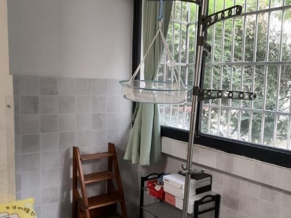 吉北小区 三室二厅 64平 精装 空,热,彩,冰,洗,床,家具 1600元