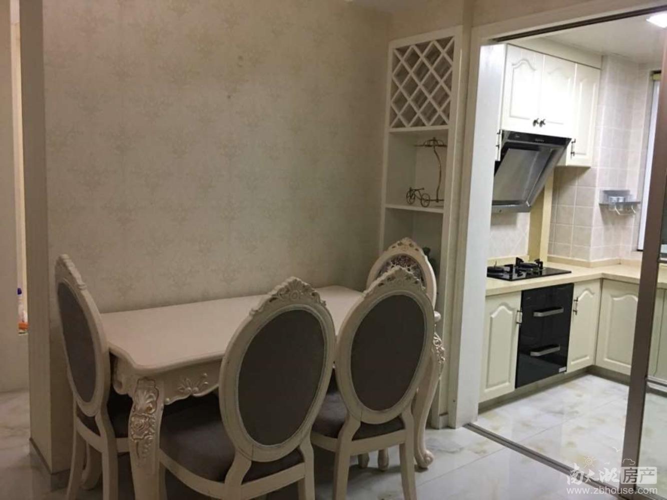 春江名城出租:精装修、2室2厅1卫,拎包入住。
