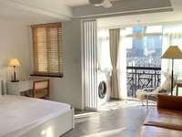 嘉业阳光城出租:民宿式装修、两张床、落地窗。不做饭可拎包入住。