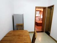 C676南白鱼潭小区车库上一楼55平1室半1厅中等装修家电齐全1400元/月
