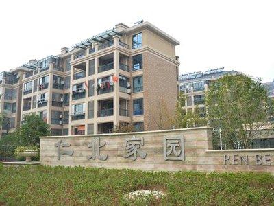 仁北家园5楼顶楼 100平良装 家电齐 1600每月 长租可协