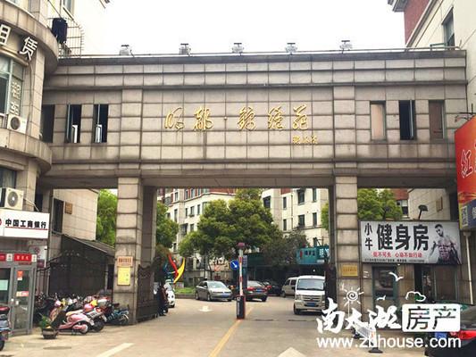 明都锦绣苑外环东路店面1楼已隔二层 4开间 租金高 208万