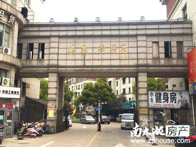 出售 明都锦绣苑南大门边商铺 109.75平方 已隔二层 出租中 报价370万