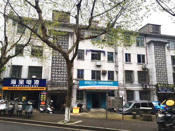 吉山南区4楼,50平方,一室半一厅,良装,家电齐全,13757298442