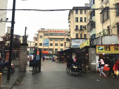 吉山车库出租,能开店,不能办营业执照,1100每月,人流量大、新华菜场附近。