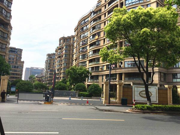 金世纪名城3楼 100平2室 拎包入住2600每月
