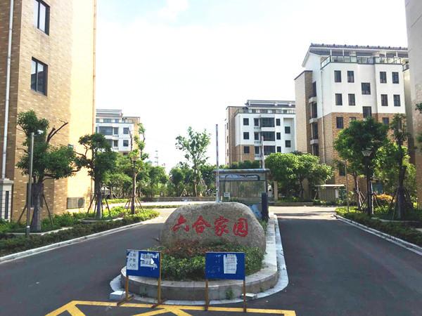六合家园多层4楼 5F,105平方,三室二厅二卫,毛坯,车库14平方,99.8万