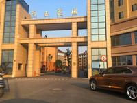 三室朝南,前后无高层,视线好,离市中心近,有一个产权车位。