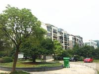 金宸花园2楼,80平方,二室二厅,自行车库独立,较好装修,满二年,130万