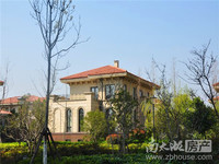 太湖阳光假日,超大花园200平,368.8方才卖700万,房子超大