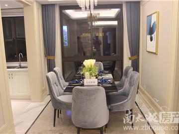D户型4室2厅2卫约125平,升级空间约19平