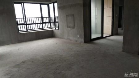 国贸仁皇4室2厅3楼阳光好送大露台东边套2年内车卫单卖