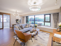 太湖边 融创地产开发 近月亮酒店 精装修拎包入住 户型方正 低于市场价出售