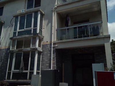 建国小区别墅三层,六室两厅,报价228万