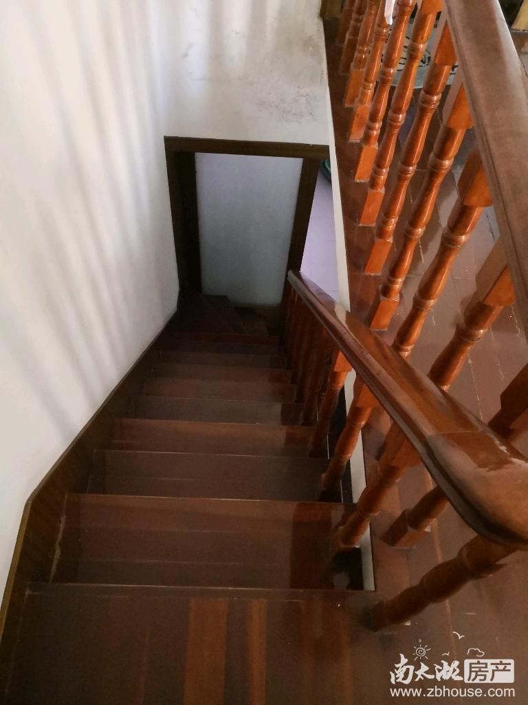 出租西白鱼潭5楼带阁楼,四室二厅二卫,良好装修,2800元