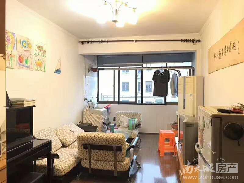 吉北5楼58.88平,居家精装,车库8.67平,满2年,71.8万。