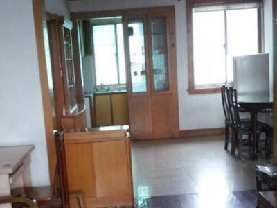 银泰城附近二室二厅一卫精装修出租2000元