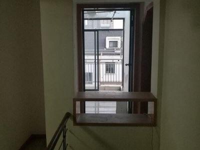 湖师附小,四中学区房,五楼带阁楼,四室,现在出租中