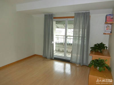 民富花园 4室2厅2卫 五楼带阁楼 精装修 有独立自行车库