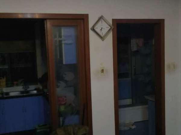 明都锦绣苑4楼边套,82.57平,精装2室2厅,车库12平,满五年106万。