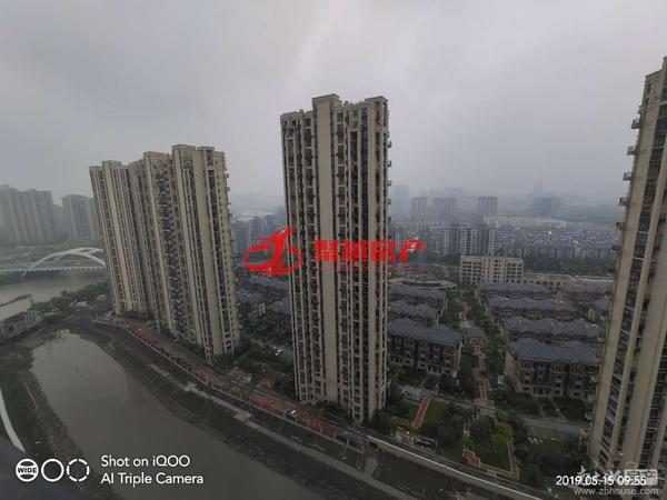 汎港二期 125平米 毛坯 汽车位 178万 含汽车位