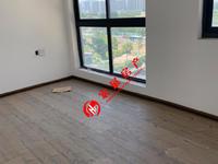 骏明国际,中间楼层 38F,出租简装,三室一书两厅两卫双阳台,地下汽车位一个
