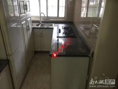 凤凰二村,中间楼层 6F,车库二家合用,精装修,一室一厅明厨暗卫,