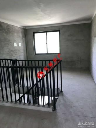 出售:华萃庭院叠屋-1 2,面积:170平 含地下室60.47 毛坯三室两厅两卫