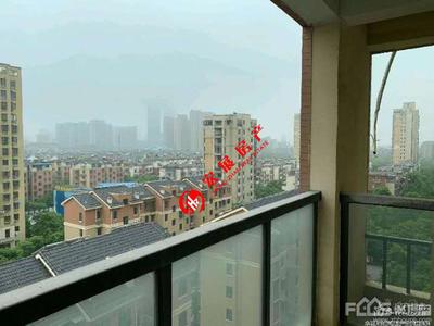 大东家园,中间楼层 17F。毛胚,三室二厅二卫 1暗 ,价195万可协,满2年