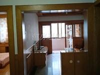 出售湖东小区3楼65平米,良好装修两室半,楼层好,采光佳,满两年,80.8万