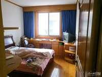 出售青塘5楼68.8平,2.5室1厅,居家精装,满5年,车库独立,80万,无二税