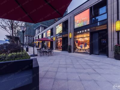富力城一楼沿街底商 可做重餐饮 一拖二 通燃气 水电 !!
