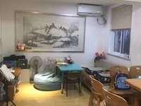 湖东小区中间楼层 两室居家装修 位置好户型正 满两年