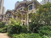 紧邻市中心 现房叠墅 即买即拿房 送花园阁楼 单价低超性价比 欲购从速