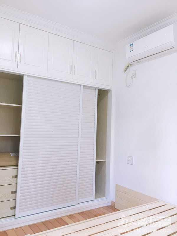 仁北家园陪读方便,精装两室家具家电齐全,新房子环境好有电梯出入方便。