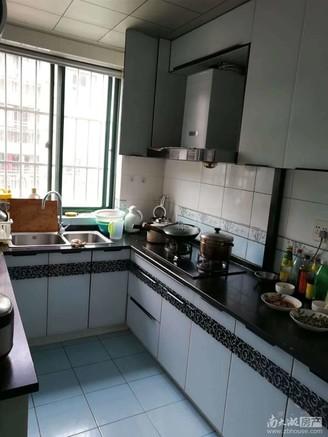 明都锦绣苑2楼87.3平,2室2厅,16年精装,车库6平,露台两个,满5年无二税