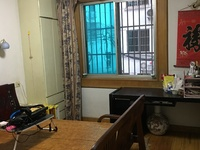 月河小区1楼 71平方 车库7平方 两室两厅 良装 家电齐全 88万