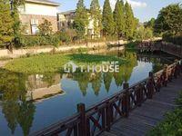 天玺别墅二期临河套,面积300.86平,可做6房 ,花园140方,预留电梯井