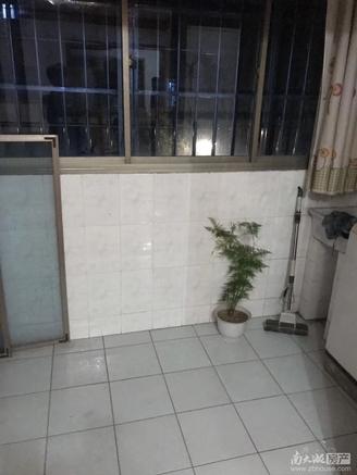 出售墙壕里小区车库上一楼,2室2厅1卫78.5平米102万住宅
