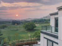 仁皇山高尔夫山地新中式合院别墅,买168方可享300方,总价340万带车位