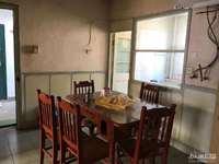 两室半一厅 良装 干净 空调 热水器 洗衣机 床 看房方便 有钥匙