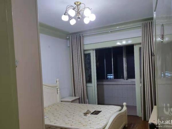 湖东小区二室半一厅,车库独立,良装,二年外,可贷款