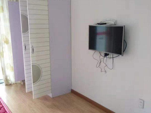 C401本店出租凯莱国际10楼55平1室1厅中档装修家电齐全拎包入住2000元