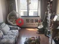 市中心马军巷,三室二厅,居家装修,满二年,赠送40平阁楼,8平露台,看房方便