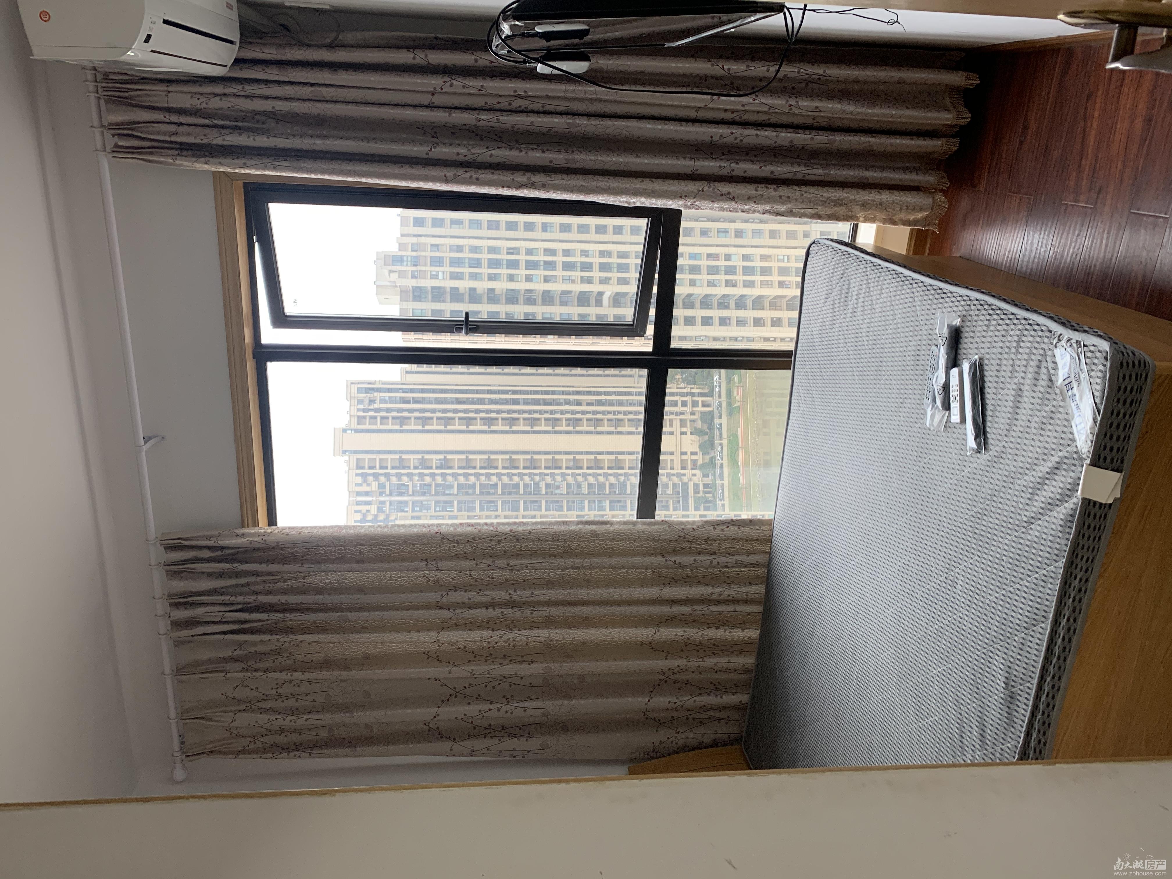 C396本店出租汎港润园27楼88平方2室半中等装修家具家电齐全2600元/月