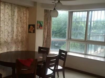 三室二厅二卫,09年装修,车库7平米,阳光好,前面排屋